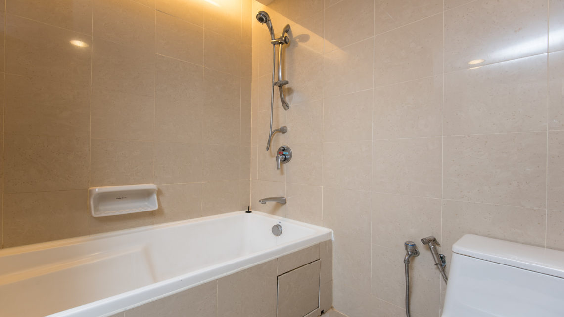 """<div class=""""at-above-post addthis_tool"""" data-url=""""https://www.resortsuites.com.my/cn/room/deluxe-king-studio/bahttub-with-shower-3-2/""""></div>Bathtub with Shower<!-- AddThis Advanced Settings above via filter on get_the_excerpt --><!-- AddThis Advanced Settings below via filter on get_the_excerpt --><!-- AddThis Advanced Settings generic via filter on get_the_excerpt --><!-- AddThis Share Buttons above via filter on get_the_excerpt --><!-- AddThis Share Buttons below via filter on get_the_excerpt --><div class=""""at-below-post addthis_tool"""" data-url=""""https://www.resortsuites.com.my/cn/room/deluxe-king-studio/bahttub-with-shower-3-2/""""></div><!-- AddThis Share Buttons generic via filter on get_the_excerpt -->"""